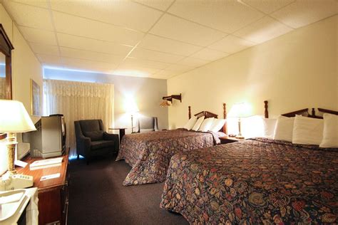 Fireside Inn Suites In Bangor Hotel Rates Reviews In Fireplace Inn Reviews