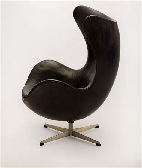 famous chair designs 12 famous chairs designed by famous architects co design
