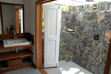 desain dinding kamar kayu desain kamar mandi nuansa pedesaan rumah dan desain