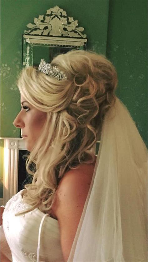 Wedding Hairstyles With Side Tiara by Best 25 Wedding Hair Extensions Ideas On