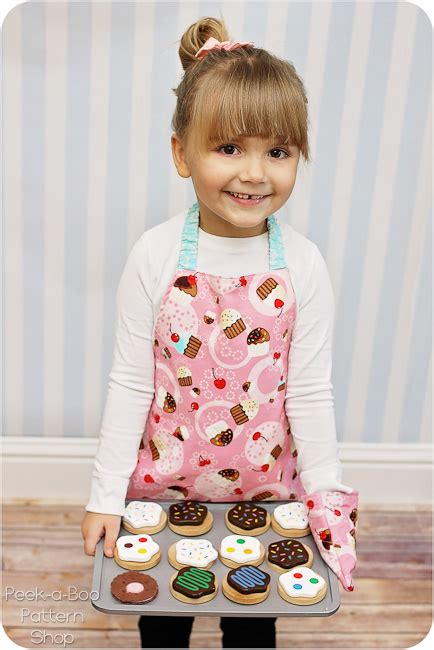 pinafore pattern 2 year old toddler apron toy oven mitt free pattern peek a boo