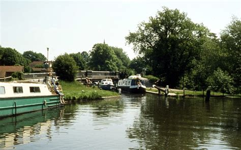 thames lock weybridge river wey 7