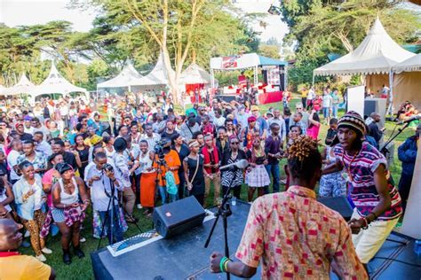 PHOTOS   Here's How Blankets and Wine Went Down