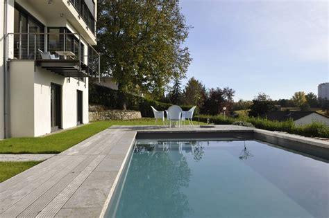naturstein garten terrassen 05 muschelkalk grau am pool