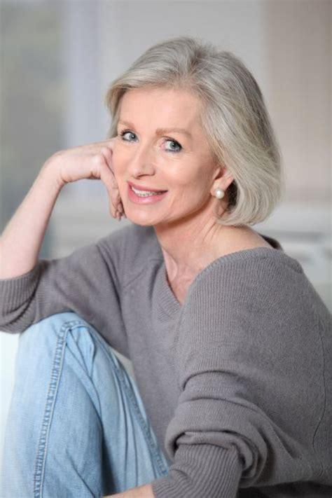 silver hair jaw length come evitare i capelli grigi donna moderna