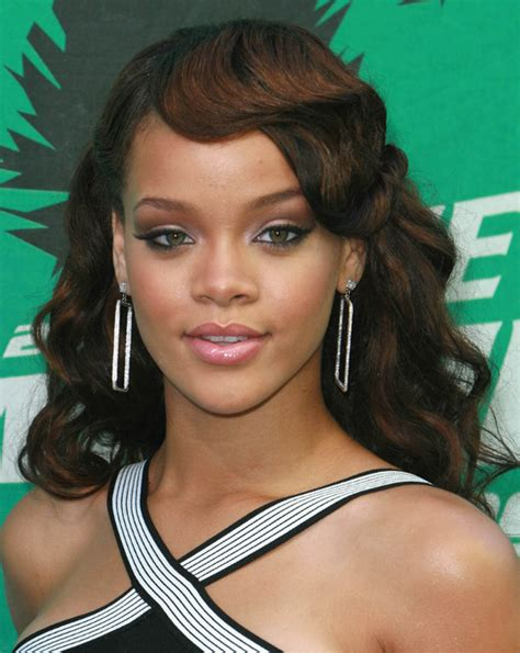rihanna hairstyles gallery pictures rihanna long hairstyles rihanna wavy long hair