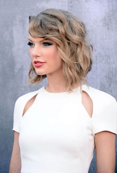 short hair just above the shoulders layered with a fringe just above the shoulder haircuts with layers short