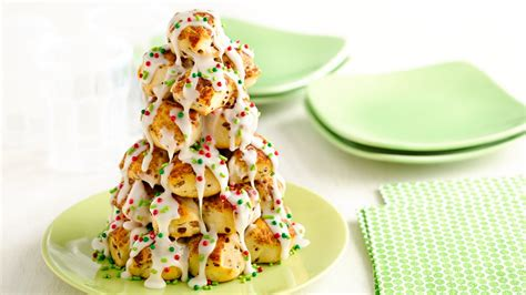 christmas tree snack by pilsbury stacked cinnamon roll tree recipe from pillsbury