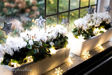 window sill decorations for christmas songbird