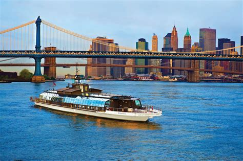 luxury boat cruise nyc new year s eve fireworks in nyc cruise 2018 hot deals