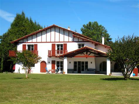 Location Maison basque contemporaine Saint Jean de Luz   Marie Charlotte D.