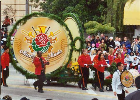 rose themed banner 2004 rose parade pasadena california travel photos by