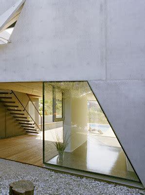 Haus P by Haus P In Klosterneuburg A Dreieckige Betonklappen