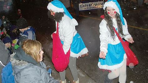 newcastle santa claus parade draws thousands mykawartha com