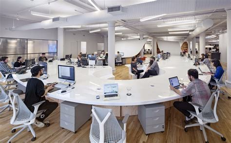 collaborative work space clive wilkinson s 4 400 square foot superdesk puts