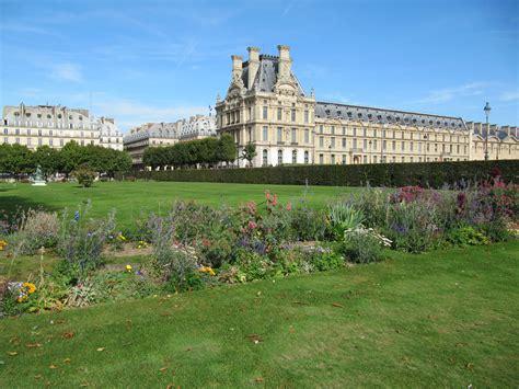 giardini louvre file le louvre vu du jardin des tuileries jpg wikimedia