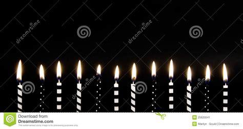 candele nere candele burning nere bianche immagine stock immagine