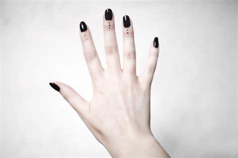 finger tattoo three dots fingers tattoologist