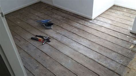 vloer egaliseren hout oude houten planken vloer egaliseren voor laminaatvloer