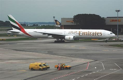 emirates airline wikipedia oukas info file emirates boeing 777 300 a6 emp sin 2 jpg