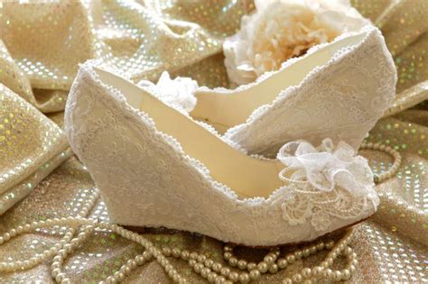 Sepatu Sandal Wanita Wedges Floral Bunga fabulous collection of heavy and embellished wedding shoes for brides weddings