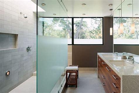 badezimmer windows privacy glas diy privacy frosting tips bathroom window treatments