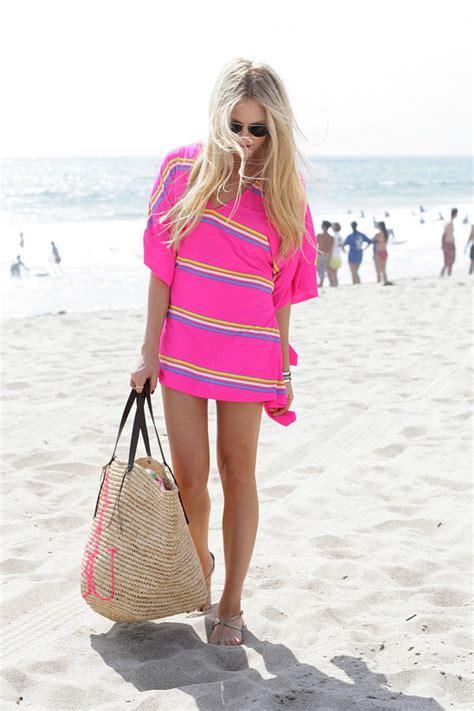 hot sea ladies bags cheyenne meets chanel dress t shirt sunglasses bag