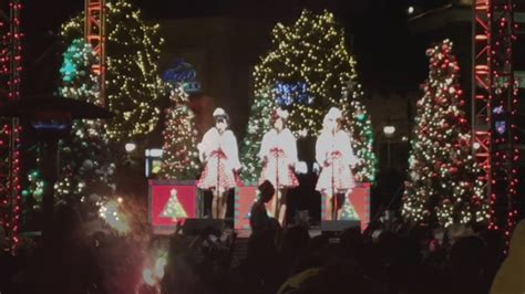 westlake village christmas tree lighting tree lighting celebration at the promenade at westlake 2016