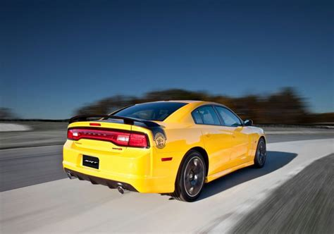 dodge charger bumble bee dodge charger srt8 bee asks bumble bee who image 76360