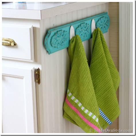 Chalk painted kitchen dish towel rack inmyownstyle