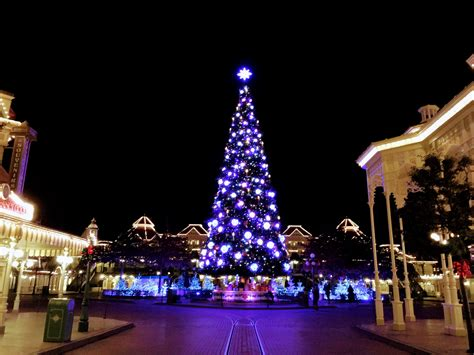 when dies disneyland paris decorate for christmas when does disneyland decorate for 2017 billingsblessingbags org
