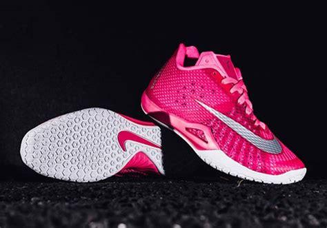 Kaos Nike Siluet 12 nike hyperlive think pink sneaker bar detroit