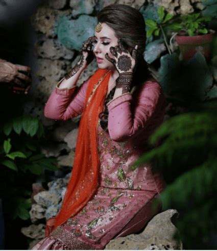 rabia anum, the newscaster is married now   reviewit.pk