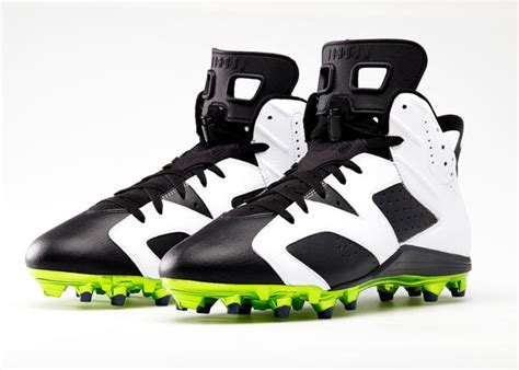 future football shoes does anyone info on future baseball cleat or