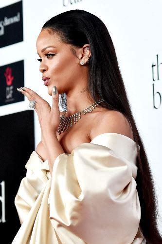 rihanna hairstyles top 35 looks in different years rihanna hairstyles top 35 looks in different years