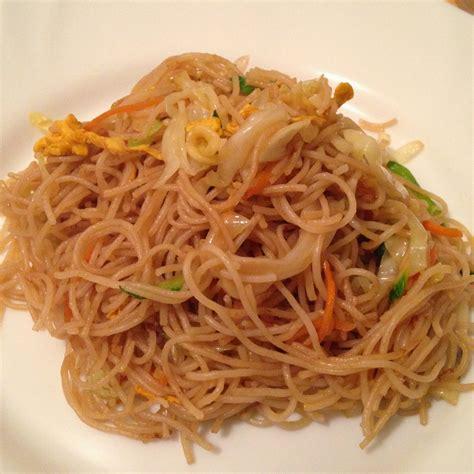 cucinare spaghetti di riso spaghetti di riso thai con verdure e arachidi