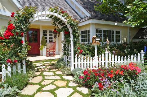 Cottage Landscaping Ideas For Front Yard by Forget The Traditional Look Modern Front Yard