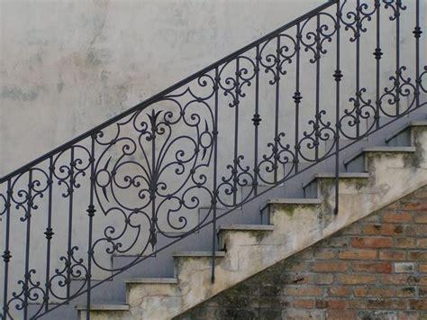 ringhiera di ferro ringhiere in ferro battuto scale interne consigli per