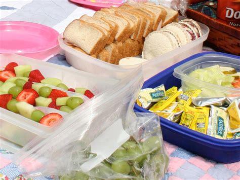 backyard picnic ideas easy outdoor entertaining plan a picnic potluck entertaining ideas party themes