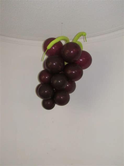 imagenes de uvas en globos decoracion con globos para primera comunion 1