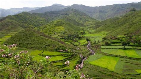 ethiopian road to lalibela landscape view: by reijer zwart