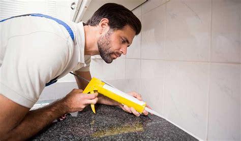 poser un plan de travail de cuisine comment poser un plan de travail installation cuisine