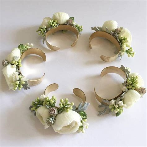Corsage Flowers by Flower Corsages For Weddings Best 25 Wedding Corsages