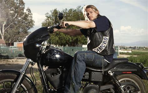 Motorrad Aus Film by Bilder Von Sons Of Anarchy Mann Charlie Hunnam Motorrad Film