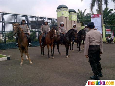 Sho Kuda Di Century foto kuda dan anjing ikut amankan demonstrasi buruh di