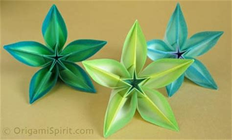 Origami Carambola Flowers - origami on how to make a kusudama with