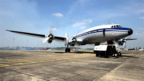 Lockheed L-1049 Super Constellation Engine run-up - YouTube L 1049