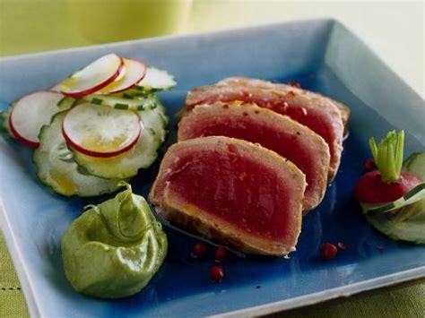 cetrioli come cucinarli ricetta tagliata di tonno con avocado donna moderna