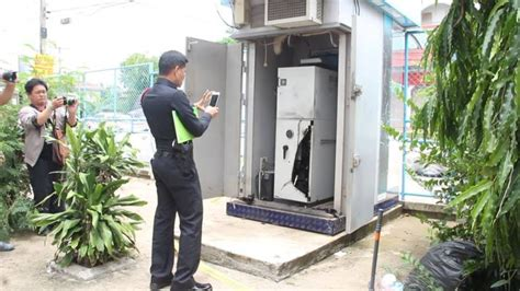 film thailand atm 2 thieves cut open udon atm and make off with at least 2