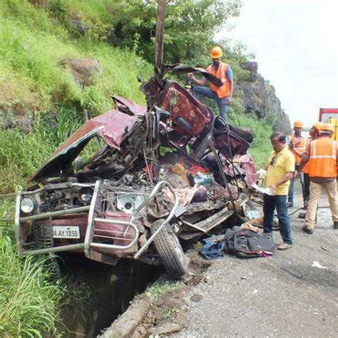 mumbai car crash seven killed in an on mumbai pune expressway
